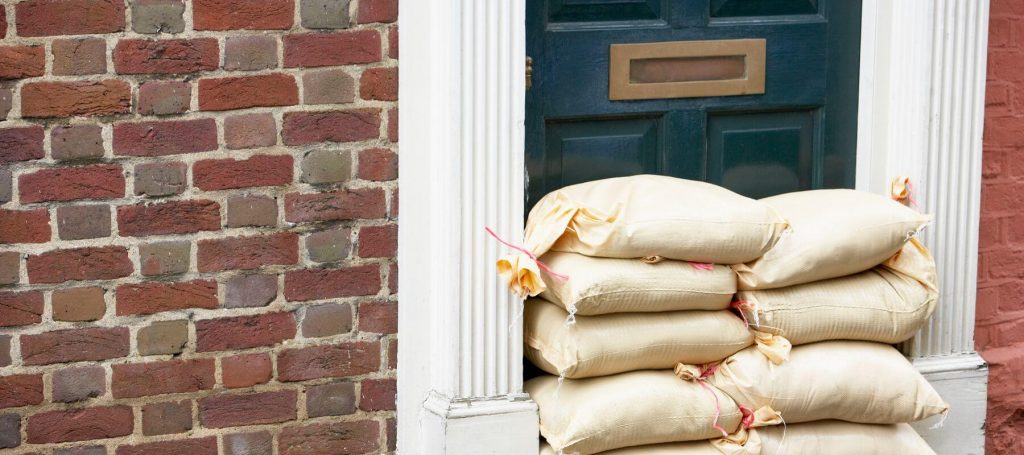 Flooding sacks applied to a doorway