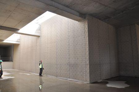 Installation of cavity drain membranes