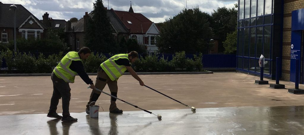 Application of primers prior to Newton liquid waterproofing membranes